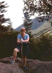 Adel, en las montañas de New Hampshire. La foto me gusta porque siimboliza mi visión de ella como mi guía y compañera de viaje, que me enseñaría una nueva   forma de amar.
