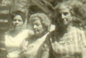 Mima, abuela y mime (mi madrina de bautizo y tía abuela, la consideré siempre una segunda madre, y lo fue)